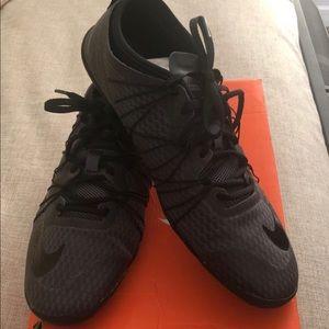 Womems 7.5 black and grey Nike 1.0 cross bionic 2